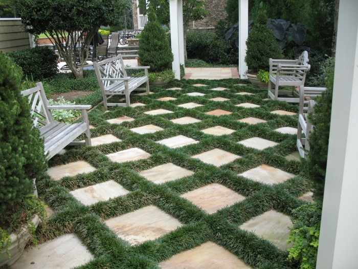 A courtyard in Alpharetta Georgia consisting of square flagstone pavers laid diagonally with mondo grass joints